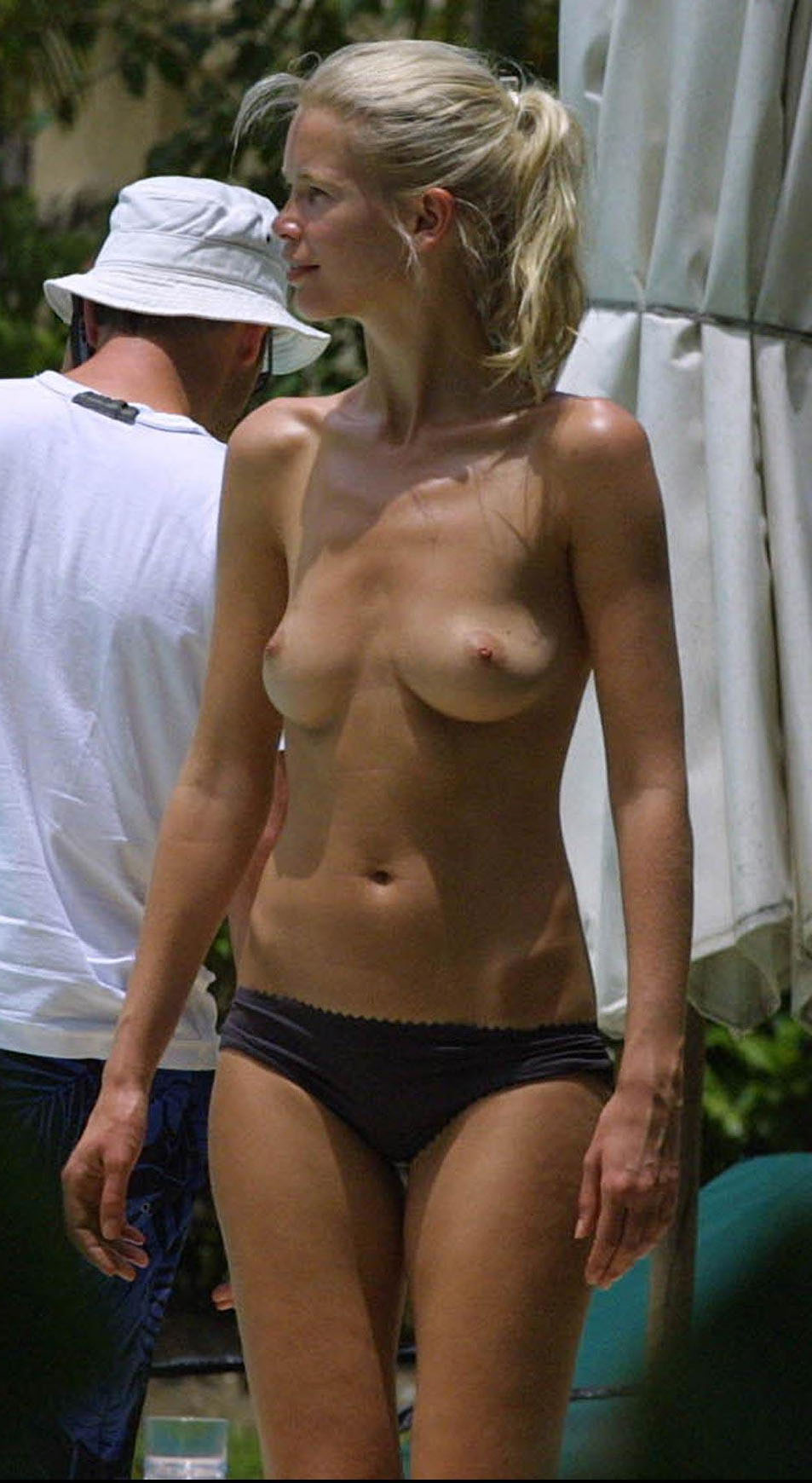 Claudia Schiffer topless