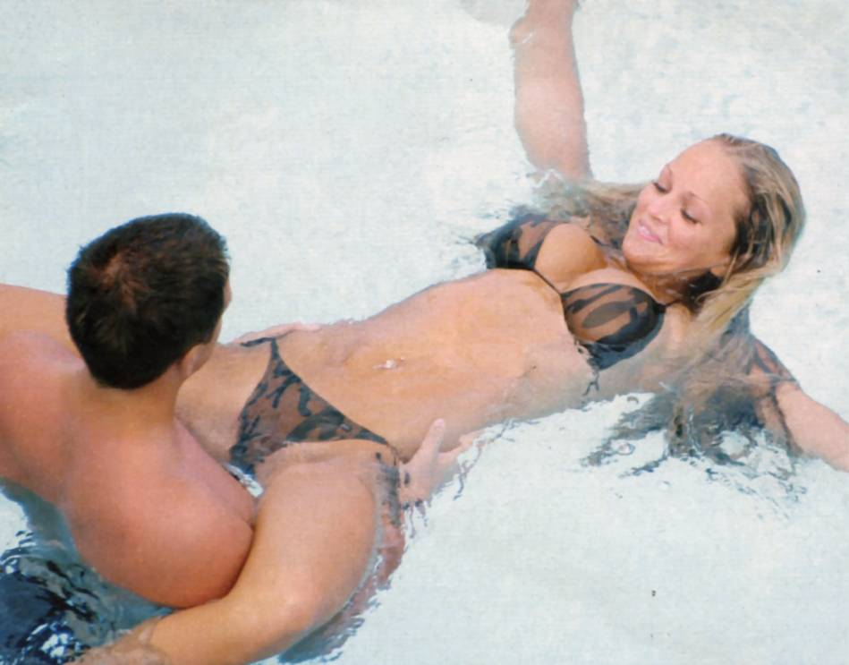 Ellison nakes jennifer